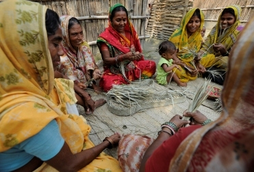 A successful self-help group weaving together